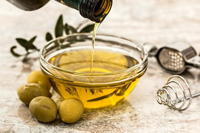 olej do włosów, olejowanie włosów, oliwa z oliwek do włósów